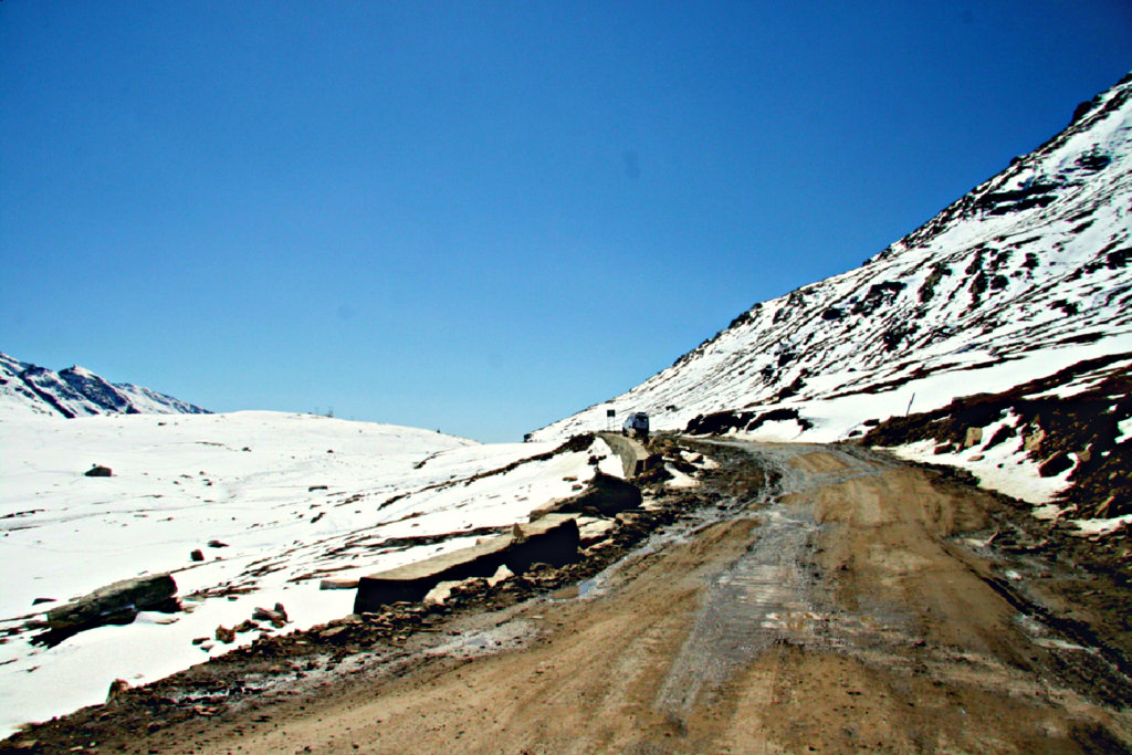 2007_10_09_India_Rohtang_Pass_approach_from_the_north.JPG