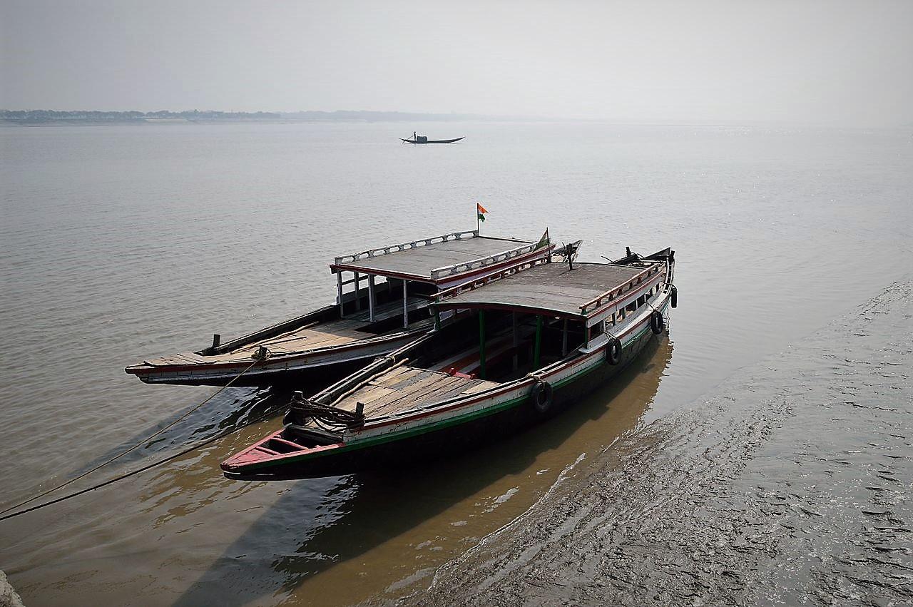 Desi_Boats_-_River_Ichamati_-_Taki_-_North_24_Parganas_2015-01-13_4328.JPG