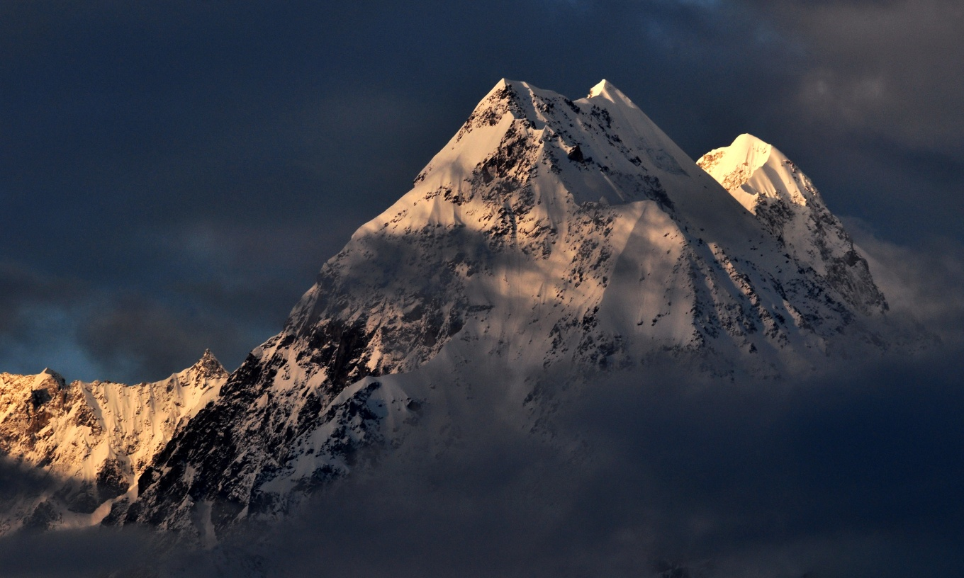 Panchchuli_mountain_Peak_as_seen_from_Munsiyari,_in_the_Pithoragarh_District_of_Uttarakhand,_India.jpg
